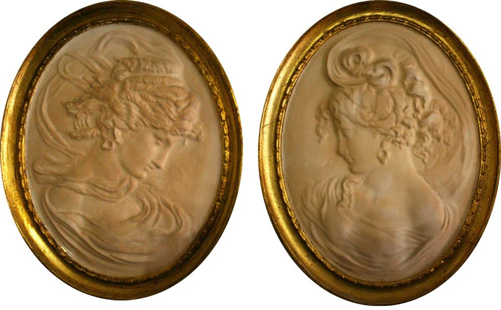 Gips Reliefs mit Goldrand