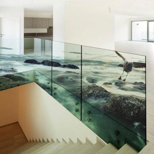 Moderner Glasdruck im Wohnzimmer eines Kunden