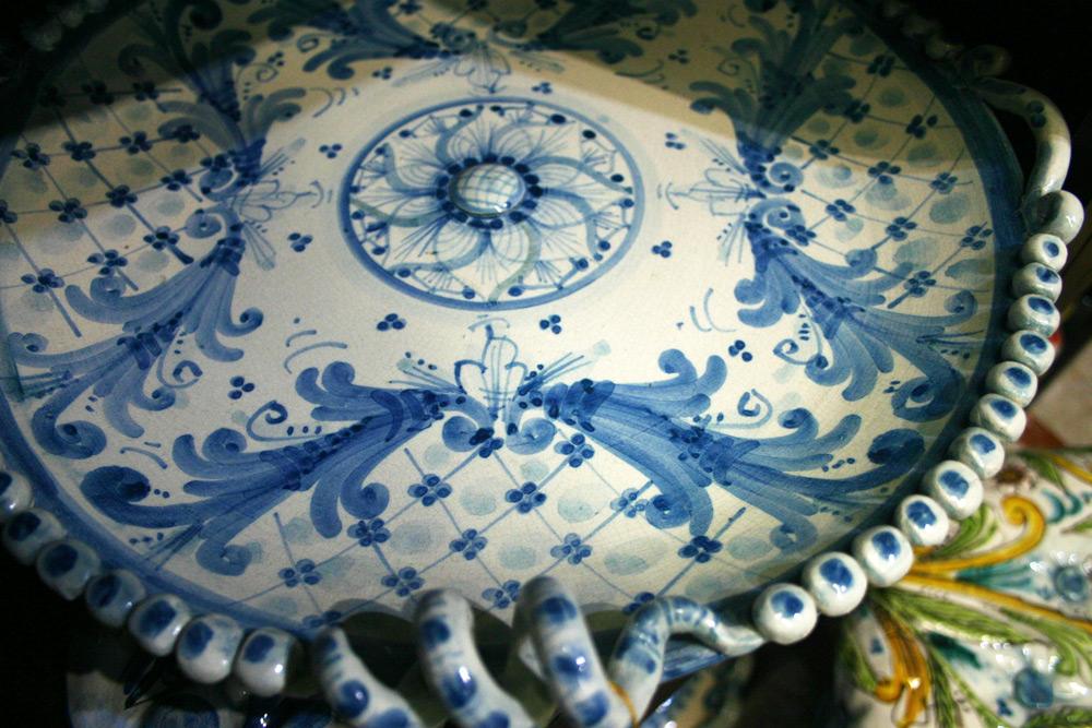 Schale aus Keramik mit klassischem blauem Muster