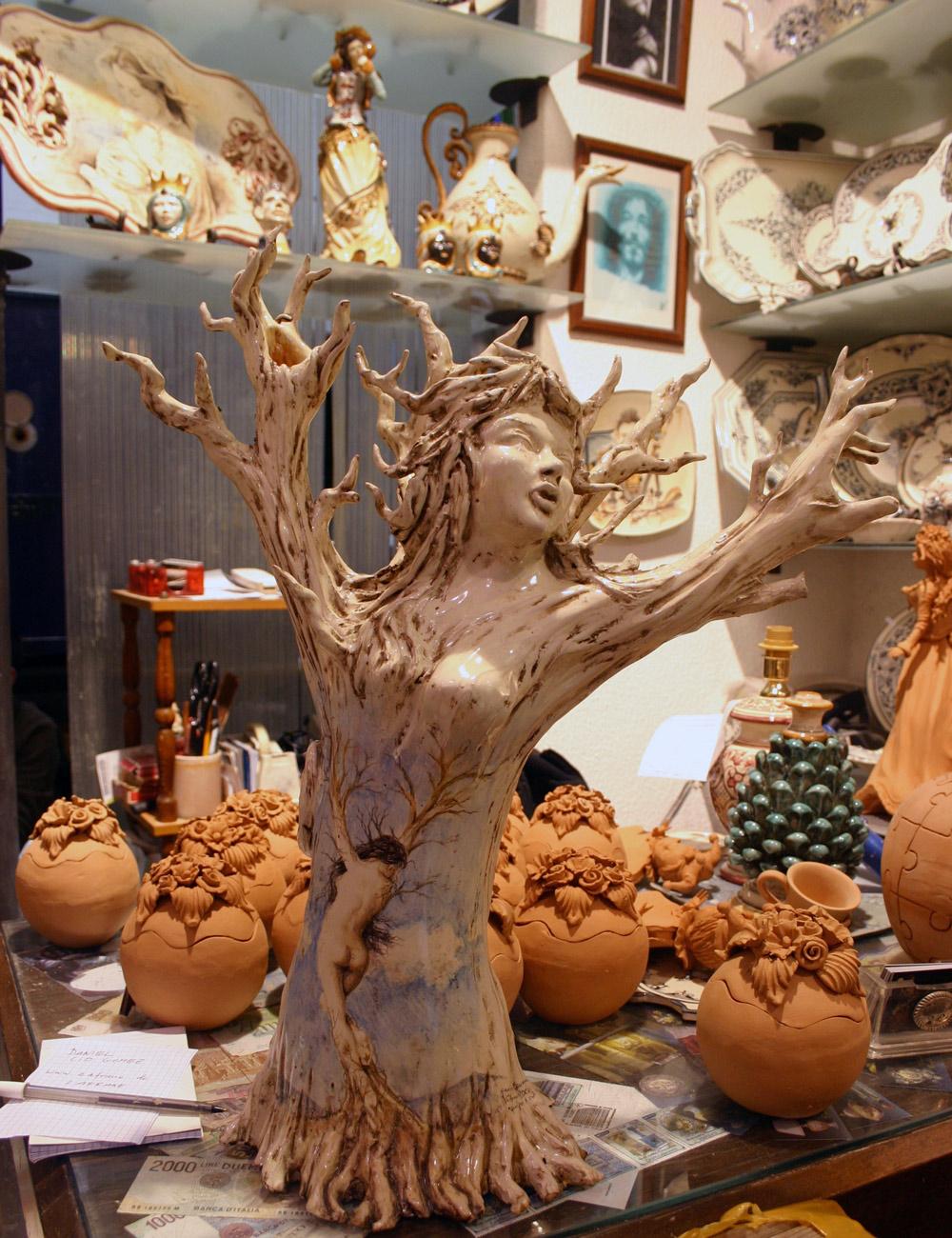 Kreative Keramik Skulptur