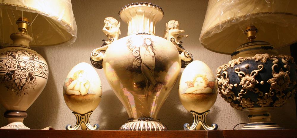 Lampen aus Keramik und Eier mit Michelangelo Motiv
