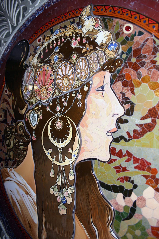 Mosaik mit Frauenkopf nach Alphonse Mucha