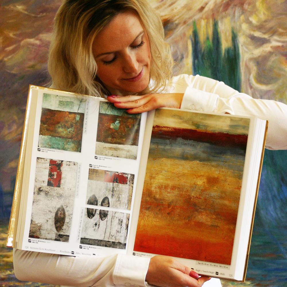 Katalog mit abstrakter Kunst