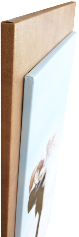 Seitenansicht des Keilrahmens auf der Platte mit Lederoptik